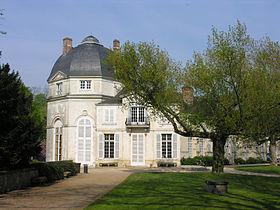 280px-Château_de_Châteauneuf-sur-Loire,_Loiret,_France